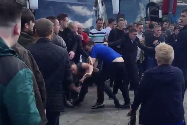 everton-vs-manchester-united-fans-fight