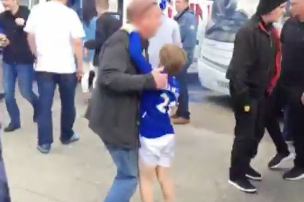 everton-vs-manchester-united-fans-fight6