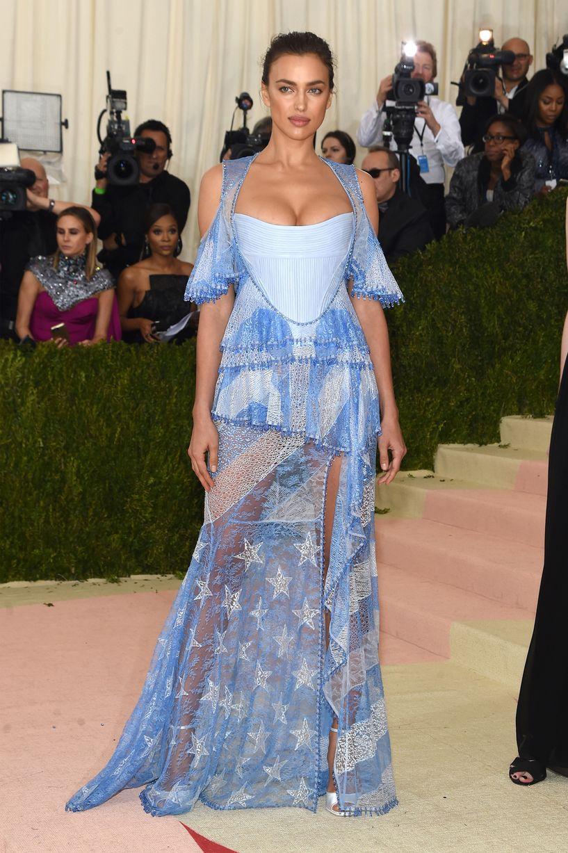 model-irina-shayk-attends-the-manus-x-machina-fashion-in-an-age-of-technology-costume-institute-gala