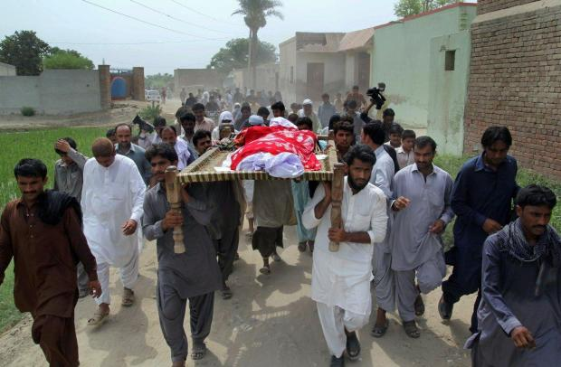 burial of Qandeel Baloch1.jpg