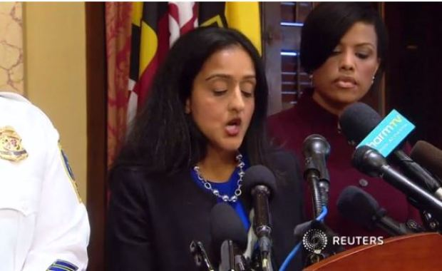 Baltimore mayor Stephanie Rawlings-Blake (center),speaks at the press conference on the DoJ report.