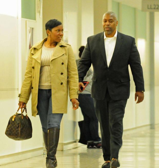 Corrections Captain Gerald Vaughn (r.) arrives at Bronx Supreme Court2.jpg
