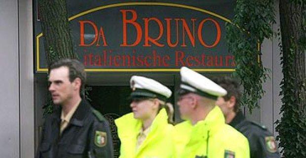 german-investigators-pass-in-front-of-the-da-bruno-italian-restaurant-in-the-town-of-duisburg1