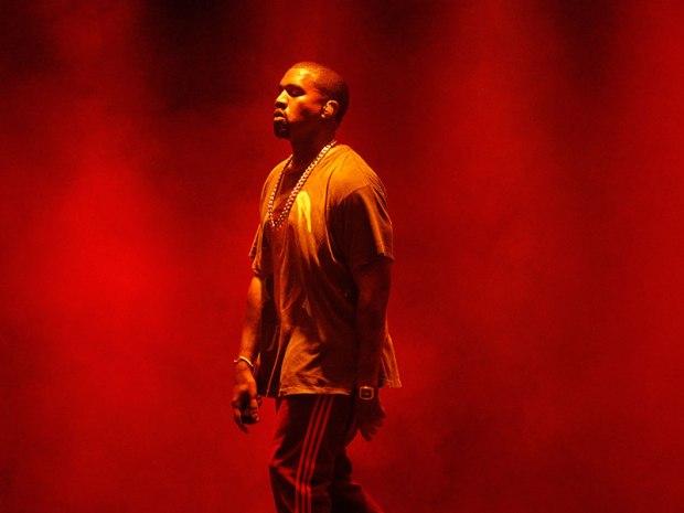 kanye west stops concert.jpg