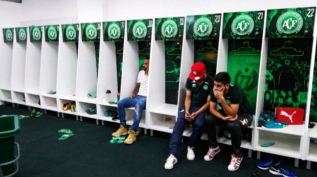 empty-locker-room-chapecoense-players-who-did-not-make-trip-sit-stunned-in-a-nearly-empty-locker-room-at-the-clubs-facilities1