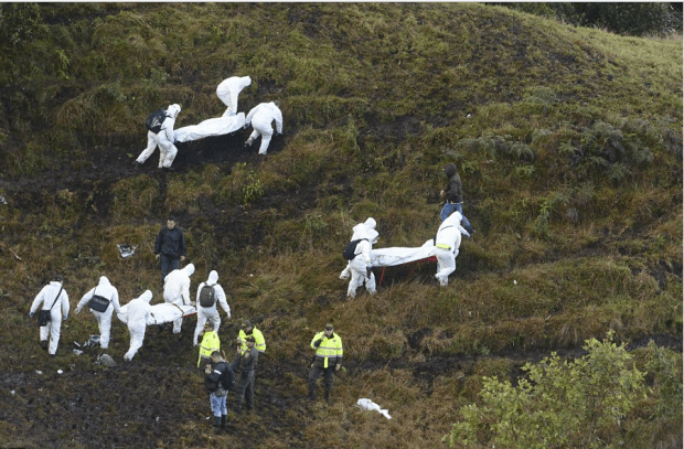 rescue-workers-carry-bodies-from-the-wreckage-of-the-chapecoense-team-plane-in-the-columbian-jungle1