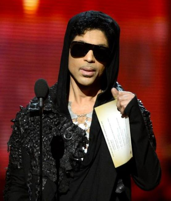 prince-onstage1