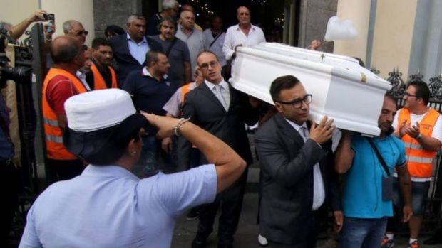 funeral-for-tiziana-cantone-who-killed-herself-after-a-video-of-her-performing-a-sex-acts-was-posted-online-and-adult-websites2