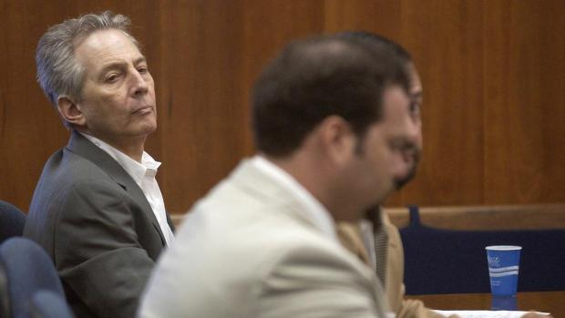 Robert Durst [left] during a pretrial hearing at the Courthouse in Galveston, Texas, Aug. 18, 2003.jpg