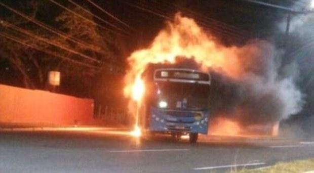 torched-bus-burns-in-espirito-santo-brazil