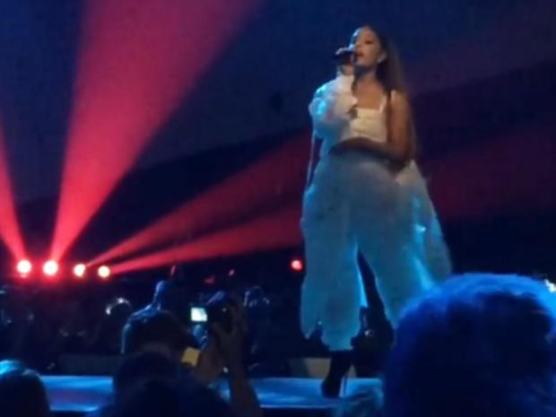 Ariana Grande performs at Manchester arena before big 'explosion'