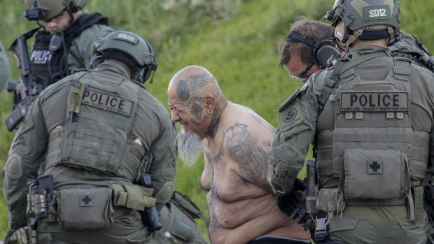Federal agents target a biker gang, Vagoe3