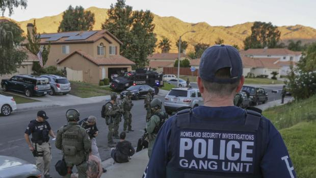 Federal agents target a biker gang, Vagoe4