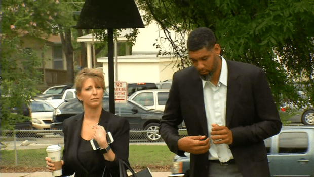 Tim Duncan arrives to federal court for sentencing of former advisor Charles Banks .png