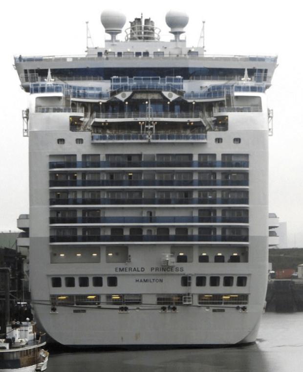 Emerald Princess cruise ship 2.png