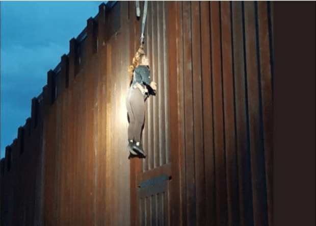 Smugglers leave Mexican woman dangling from borderfence 2
