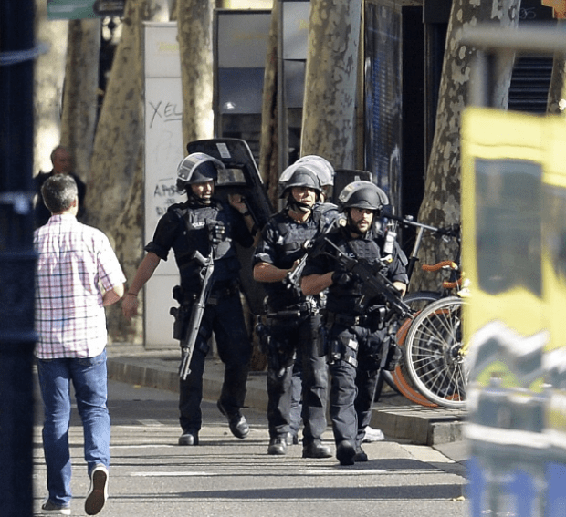 Armed police on the streets of Barcelona 2.png