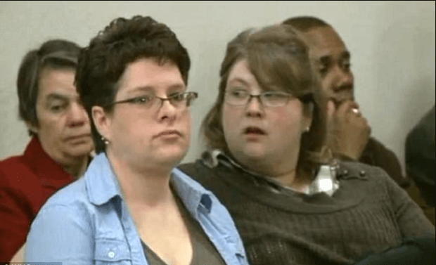 Heidi and Rachel McFarland in court in Des Moines 3.png