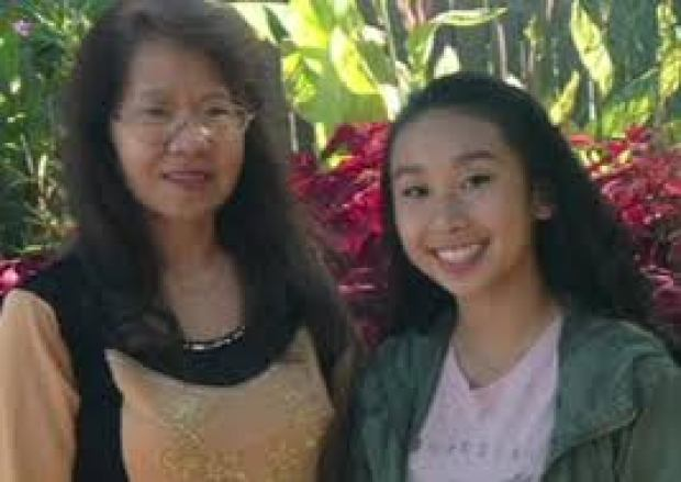 Amy Yu  and her mom.jpeg