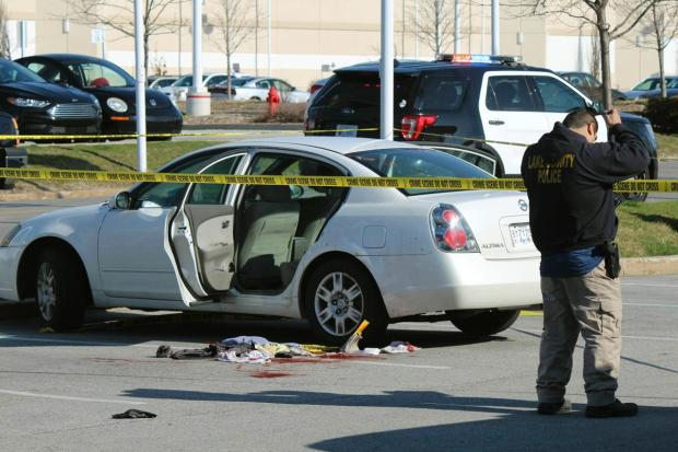 3-year-old girl shot and critically wounded her pregnant mom in an Illinois parking lot.jpg