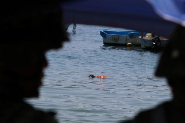 Body on Acapulco beach 3.jpg
