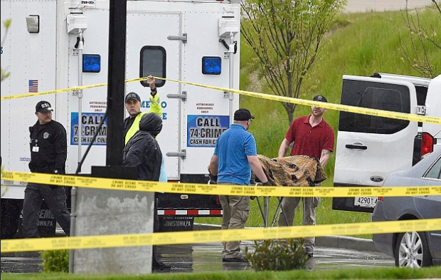 Coroners removing bodies from the Waffle House in Antioch, Tenn. on Sunday afternoon.PNG
