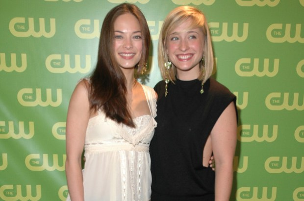 Kristin Kreuk (left) and Allison Mack 1.jpg