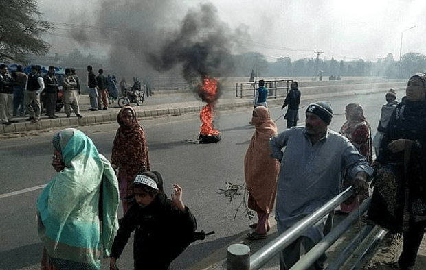 Protesters demand justice for six-year-old rape and murder victim, Zainab Fatima Ameen 4.png