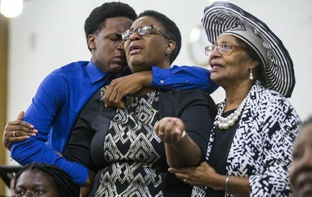 Botham Jean's 15-year-old brother Grant and mother Allison (center) at a prayer service at the Dallas West Church of Christ Aug 9, 2018