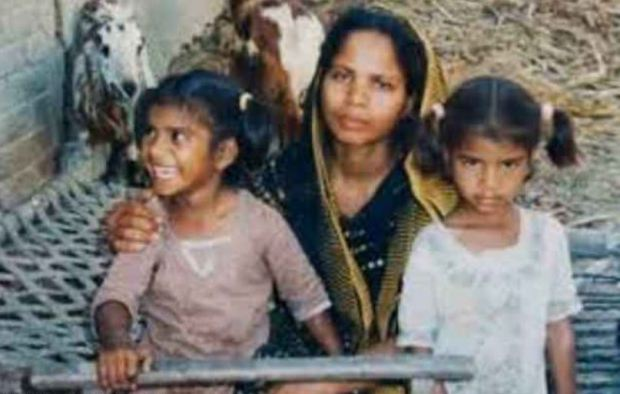 Asia bibi and her two youngest children 4.JPG