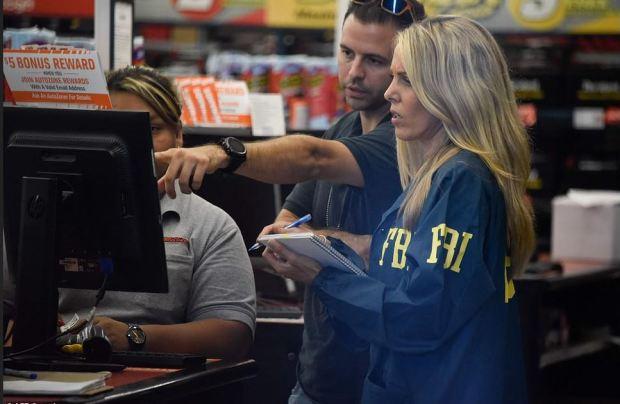 FVI agents insestigate Autozone store where Cesar Altier Sayoc was arrested 1.JPG