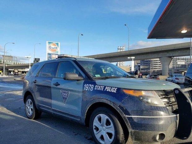 Massachusetts State police cruiser 2.jpg
