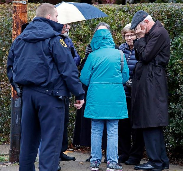 Members of the community routside the Tree of Life Congregation synagogue in Squirrel Hill, Pittsburgh, on Saturday morning after Robert Bowers opened fire,killing eight.JPG