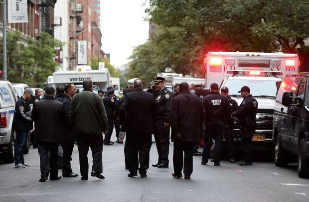 NY police react to discovery of pipe bomb.JPG