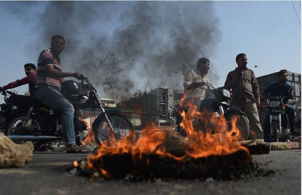 TLP supporters block the road during a protest against the Supreme Court decision to overturn Asia Bibi's conviction in Karachi, Pakistan.JPG