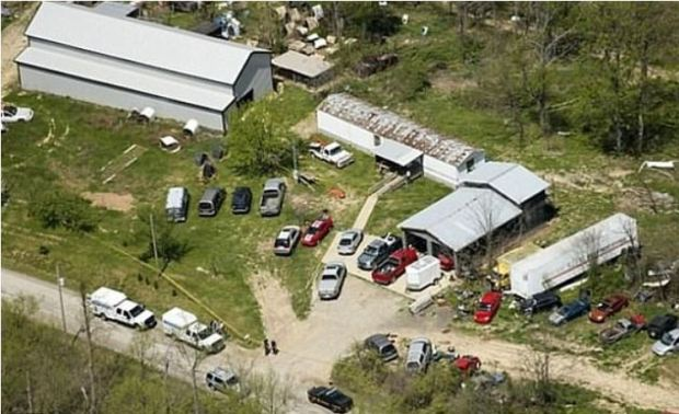 One of four murder scenes whr 8 members of the Rhoden family were killed.JPG
