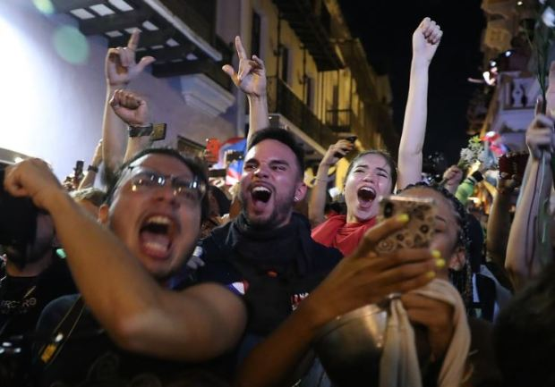 Jubiliation on the streets of Puerto Rico after Gov Ricardo Rosello resigned 4