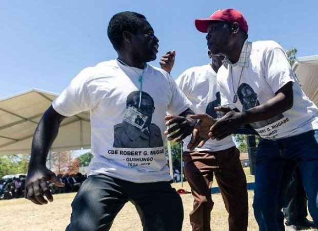 Choral group sing and dance at Robert Mugabe 1