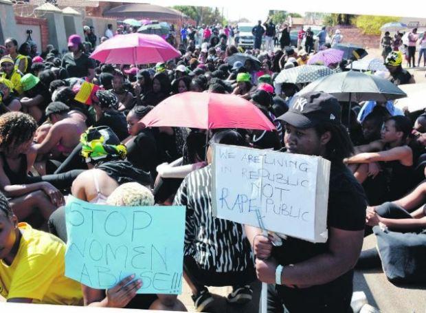 Female studentsat Tshwane University of Technology's Soshanguve campus, marching to the police station 3.JPG
