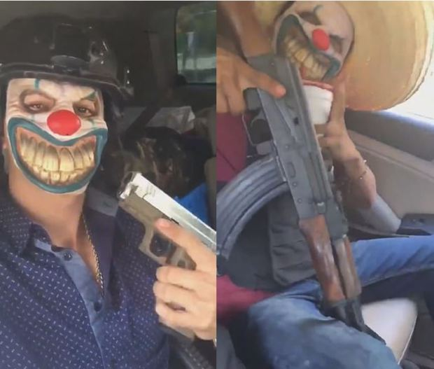 Foot soldiers belonging to CJNG wearing terrifying clown masks and brandishing weapons in Tamaulipas, Mexico 1.JPG