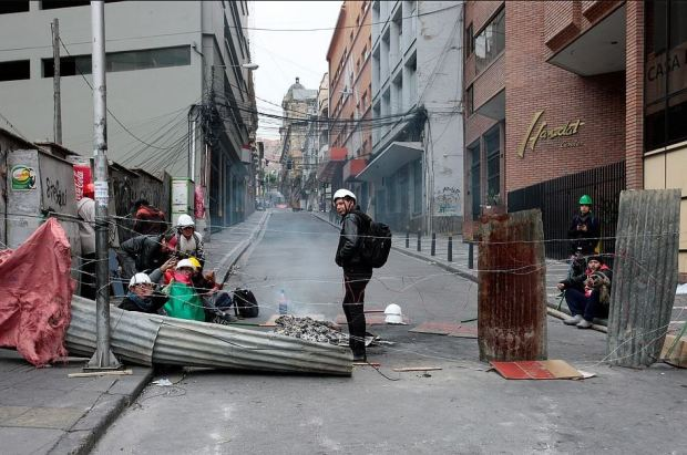Demonstrators barricade access to Plaza Murillo during protest against Bolivia's President Evo Morales in La Paz, on Nov 10, 2019.JPG