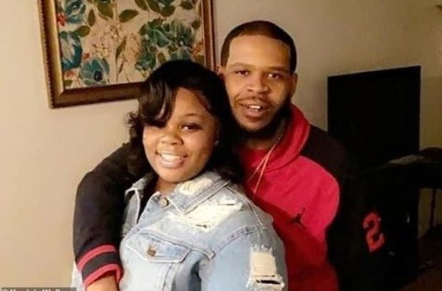 Breoona Taylor and her boyfriend Kenneth Walker (right) 1