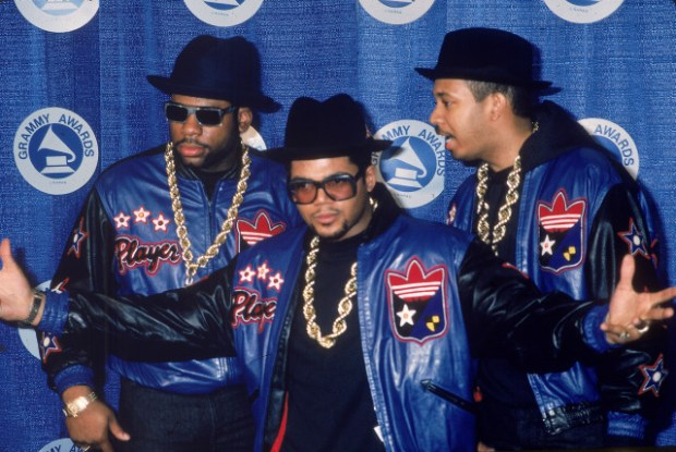 This image has an empty alt attribute; its file name is Jason-Jam-Master-Jay-Mizell-Joseph-DJ-Run-Simmons-and-Darryl-DMC-McDaniels-of-the-rap-group-Run-DMC-pose-at-the-Grammy-Awards-in-the-1980s.jpg