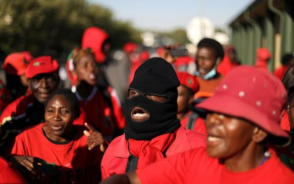 This image has an empty alt attribute; its file name is Black-Economic-Freedom-Fighters-movement-protest-outside-the-court-in-Senekal-SA-3.jpg