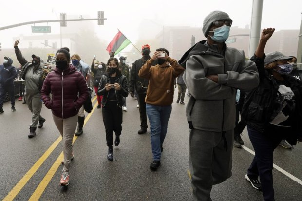 This image has an empty alt attribute; its file name is Protests-over-shooting-of-black-motorist-in-Waukegan-IL-2.jpeg