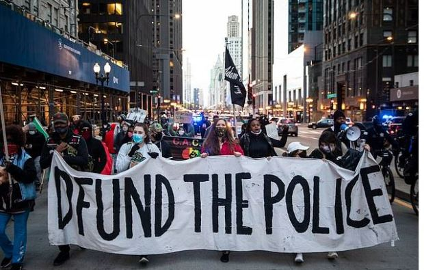 This image has an empty alt attribute; its file name is Peaceful-protest-Wednesday-in-down-town-Chicago-ahead-of-city-releasing-the-video-of-Adam-Toledos-shooting-2.jpg