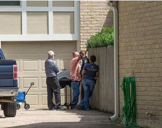 This image has an empty alt attribute; its file name is Cops-investigate-the-home-where-the-tiger-was-being-kept-before-it-went-on-the-loose-in-Houston-TX-2.jpg