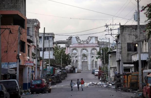 This image has an empty alt attribute; its file name is Deserted-street-in-Port-au-Prince-on-July-7-2021.jpg