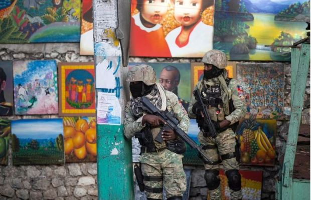 This image has an empty alt attribute; its file name is Soldiers-patrol-outside-president-Jovenel-Moises-home-in-Port-au-Prince-Haiti-1.jpg