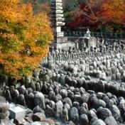 京都 化野念仏寺 紅葉 あだしのねんぶつじ 石仏 地蔵 五輪の塔